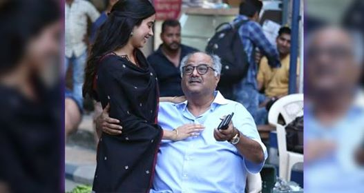 Janhvi Kapoor's Picture with Dad Boney Kapoor shows the warm relation of Father and Daughter