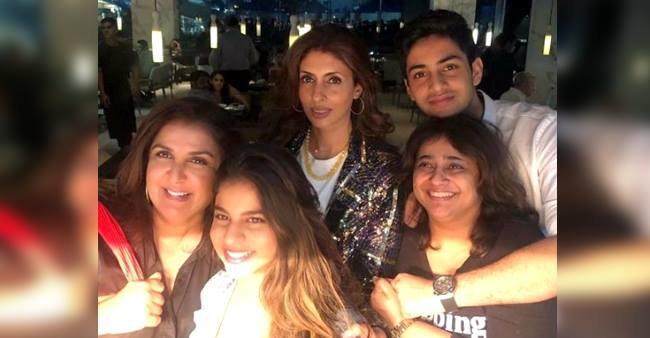 Farah Khan has a gala time with Suhana, Agastya and Shweta Bachchan among others