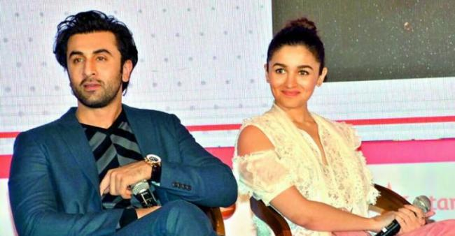 Ranbir Has Added Alia To His Family WhatsApp Group And We Can't Be More Excited