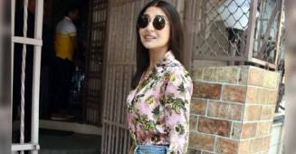 Anushka Sharma is Slaying, As She Donnes A Floral Top With A Rugged Boyfriend's Jeans