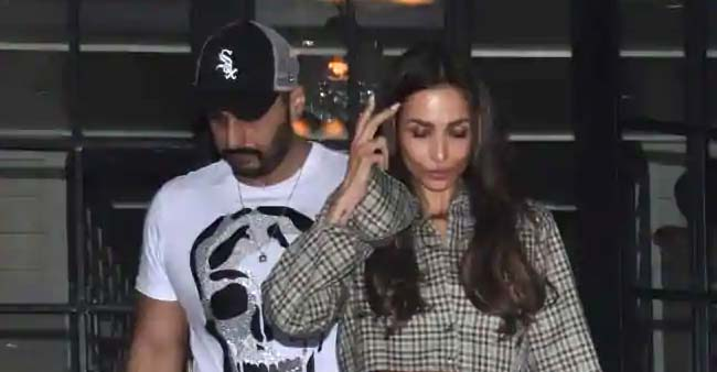 Arjun Kapoor And Malaika Arora spotted together spending some quality time on their romantic date night