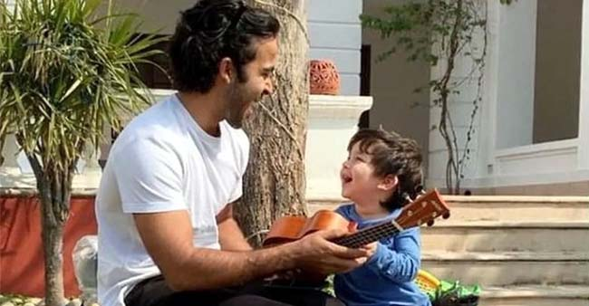 Taimur Ali Khan Playing Ukulele is An Adorable Thing on the Internet; Watch Video