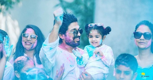 Allu Arjun celebrated Holi in the best way possible and we are drooling over the pictures
