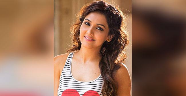 Neeti Mohan called 'Kadak' on the show and she laughed it off with Diljit Dosanjh and Shankar Mahadevan.