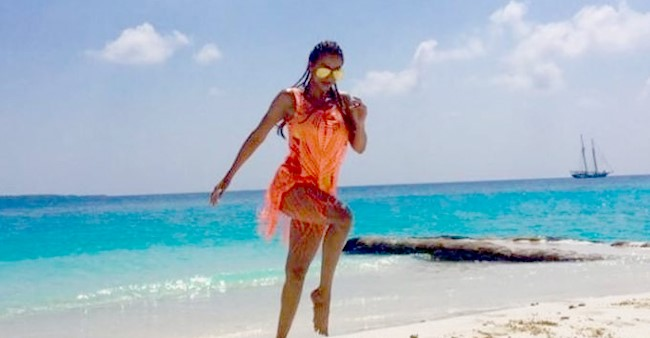 Malaika Arora's Pictures from Maldives Vacation, Arjun Kapoor Likes Her Ravishing Look in Beachwear