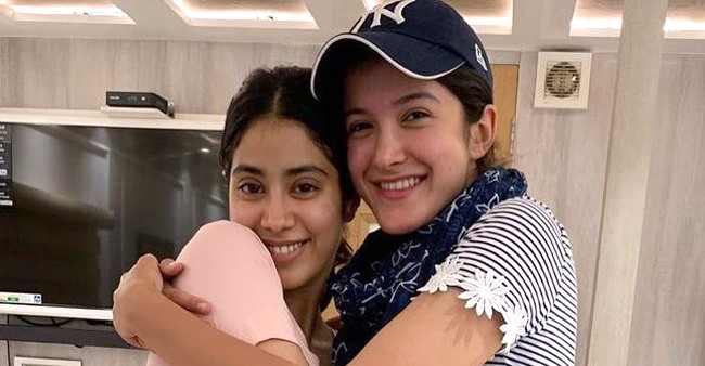 Siblings Love: This Picture of Janhvi and Shanaya Kapoor Will Make You Go Aww