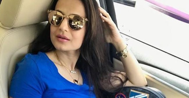 Ameesha Patel Is Looking Sensuous In Picture Of Her Recent Photoshoot