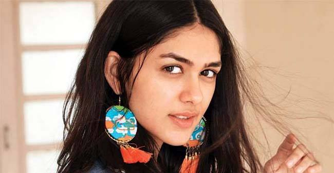 Mrunal Thakur Birthday Special: Some Interesting Facts About the 'Super 30' Actor You Didn't Know