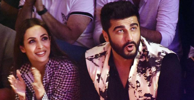 "Malaika Arora Comments ""I make you look good"" on Arjun Kapoor's Latest Picture From Their New York Getaway"
