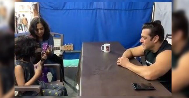 Salman Khan's Utmost Affection to a Little Girl While Singing a Song
