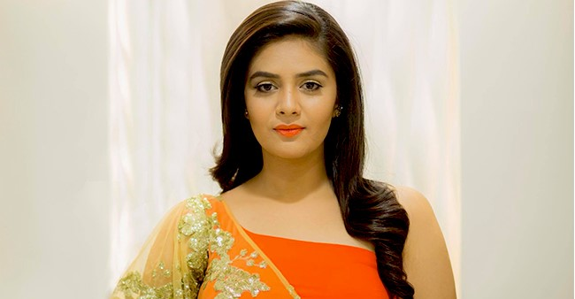 TV anchor Sreemukhi's latest photo in transparent saree is melting the internet, see pics