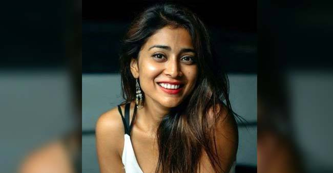 Watch: Shriya Saran conquers the internet again as she dances in Barcelona on a rainy day