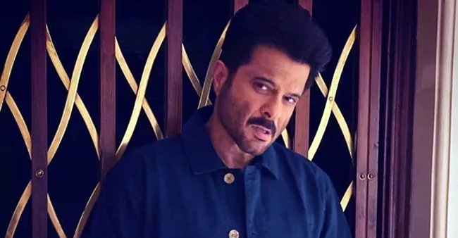 Anil Kapoor finishes the schedule of Mohit Suri's 'Malang; shares a lovely pic with crew