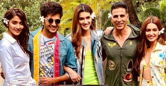 Watch: Akshay Kumar, Kriti Sanon and cast of Housefull 4 sing and dance on song 'Rock The Party'