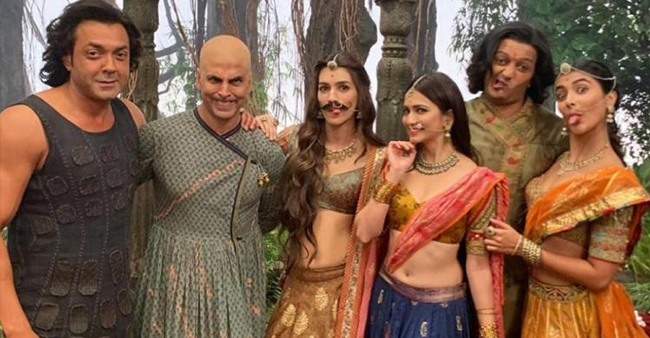 Kriti Sanon shares hilarious BTS from the sets of Housefull 4