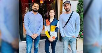 Throwback Picture: Alia Bhatt and Ranbir Kapoor pose with a fan on their vacation, take a look