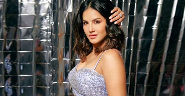 Sunny Leone soars the heat with her recent pics as she dons dazzling lehenga; Photos Inside