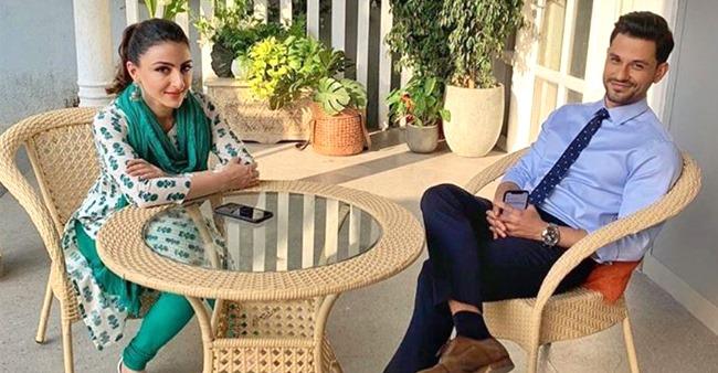 Inaaya Naumi Kemmu Enjoying Bedtime Stories With Pa KunalKemmu