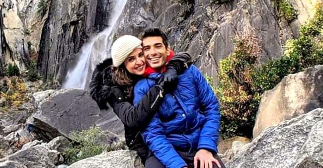 Mohit Sehgal shares vacation picture with wife Sanaya Irani; both look adorable together