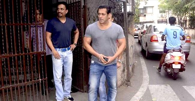 Dabangg 3 Promotion: Salman Khan Greets Sonakshi, Prabhu Deva And Saiee On The Sets Of Bigg Boss 13