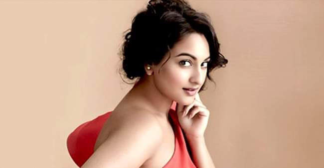 'Dabangg' actress Sonakshi Sinha becomes the only actress to enter Rs 1500 club
