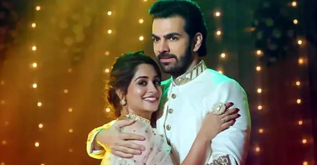 """Kahaan Hum Kahaan Tum fans start """"SaveKHKT"""" after getting disappointed over off-air reports"""