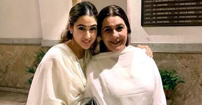 """I'm proud to live with a single mother"": Sara Ali Khan on mommy Amrita Singh"