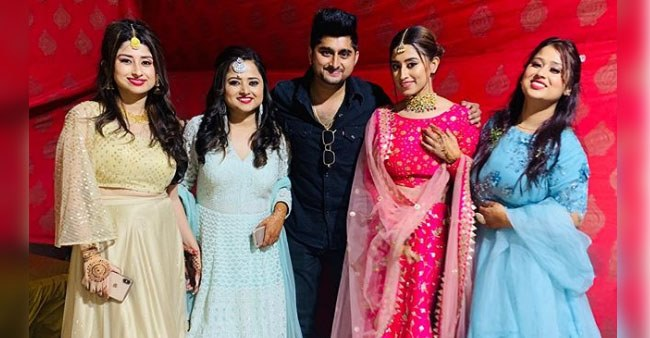 BB 12 contestants Saba and Somi Khan attend sister's marriage, BFF Manu Punjabi joins