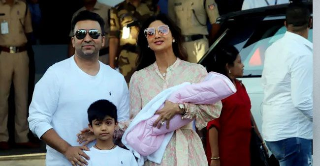 Mommy Shilpa Shetty spotted with baby Samisha for the first time, see pics