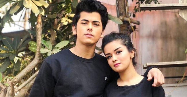 Avneet Kaur's new classy pic with Siddharth Nigam fuels their dating rumors