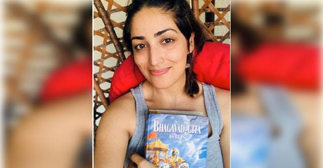 Yami Gautam is spending her time reading Bhagavad Geeta, captions 'Everything happens for a reason'