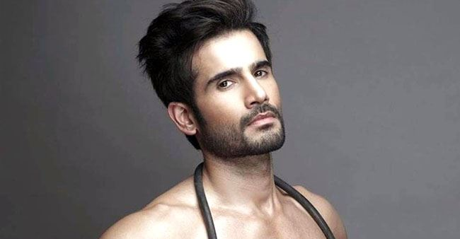Actor Karan Tacker gives us major fitness goals as he shares his toned body shirtless pic