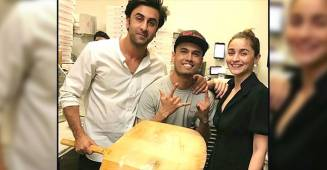 Throwback: Ranbir-Alia Bumped Into A Number Of Fans In NYC & Posed For Selfies