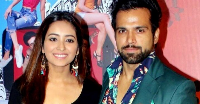 Asha Negi takes a dig on her breakup with Ritvik Dhanjani, writes 'life is short, cut your own hair'