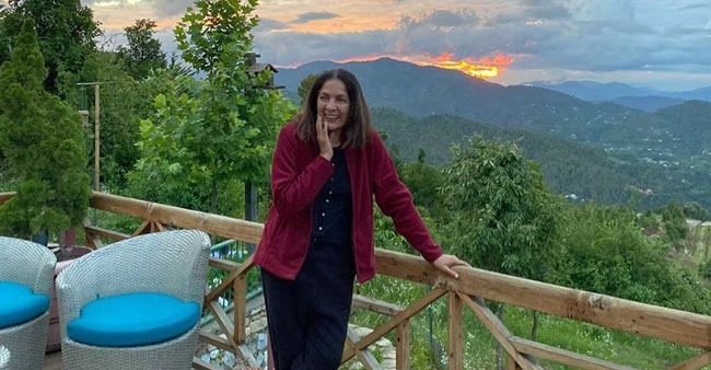 Neena Gupta shares a beautiful view from her Uttarakhand house, fans call it 'lovely'