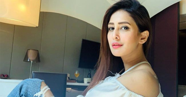 Chahatt Khanna's strong Instagram game, with her sensuous and hot pictures