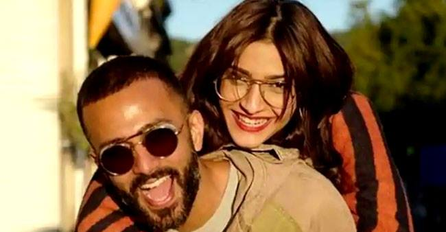 Sonam Kapoor's work from home selfie with hubby Anand Ahuja giving us couple goals
