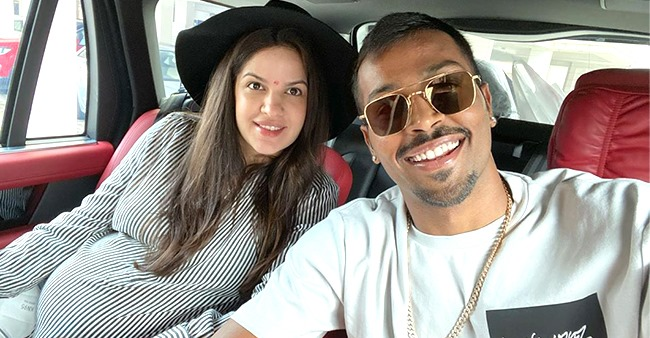 Natasa-Hardik's Selfie With Baby Bump Catches All Eyes