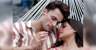Himanshi Khurana and Asim Riaz share their adorable pictures from their upcoming song, fans are in awe