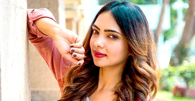 Pooja Banerjee's team is sad as it is her last day on the sets of KZK2