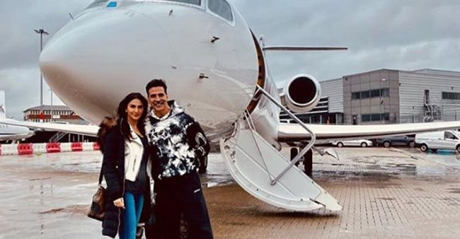 Akki Shares Smiling Pic With Vaani As They Are Ready To Return Mumbai From UK; Says 'Mission Accomplished'