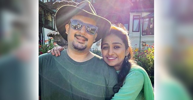 Mohena Kumari Singh Shares A Video With Suyesh As The Couple Was Busy Gazing The Beautiful View Of Mountains