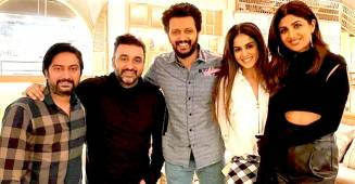 Shilpa Drops A Pic From Last Night's Outing With Hubby Raj & Besties Genelia & Riteish