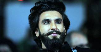 Ranveer Had A Tough Time Driving As He Was Mobbed By Adoring Fans & Media
