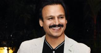 Vivek Oberoi Recreates Pawri Trend & Flashes His Challan; Says 'Humari Pawti Kat Gayi Hai'