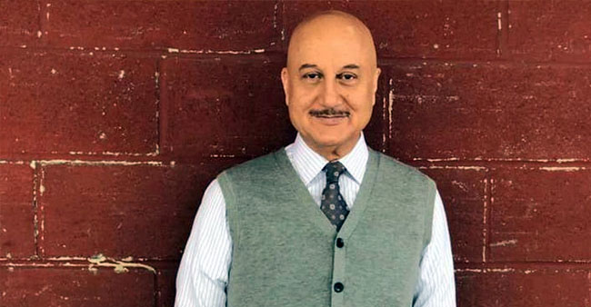 Anupam Enjoys Birthday 'Pawri' With His Special Friends; Shares A Dance Video
