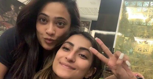 "Shweta Tiwari To Daughter Palak: ""I Hope My Experiences & Actions Turn A Guiding Light In Your Life"""