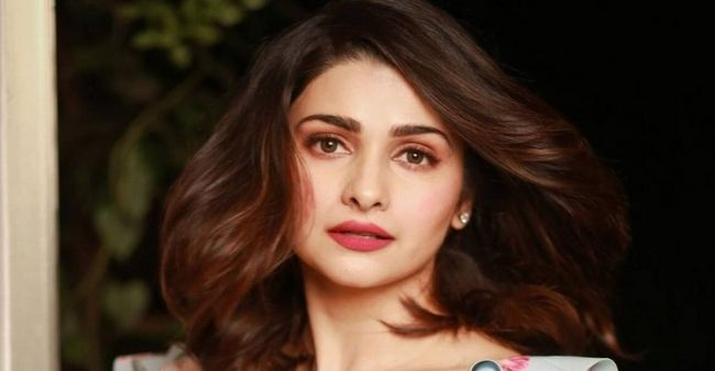 """Prachi Desai talks about Bollywood """"standards"""" when she was asked to """"compromise"""" for a leading role"""