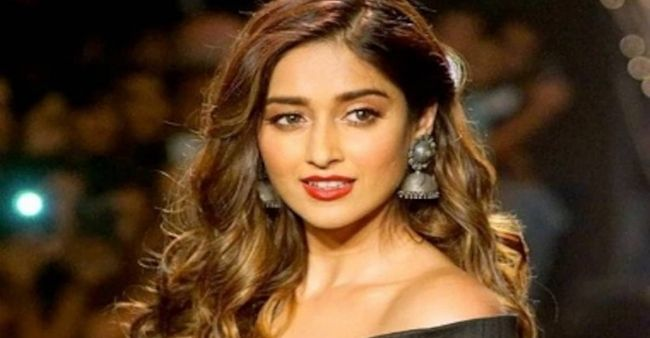 Actress Ileana D'Cruz's Twitter handle hacked; asked her fans to ignore unnecessary tweets