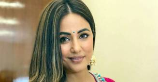 Hina Khan Runs To Escape Media At Mumbai Airport, Fan Says 'Bhag Hina Bhag'